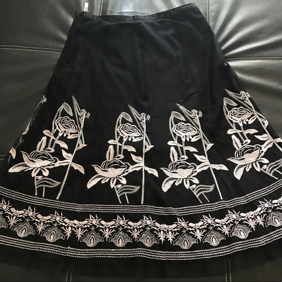 Peter Nygard Dresses & Skirts - Women's black and white skirt with flower pattern